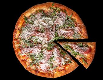 Пицца с рукколой и пармской ветчиной