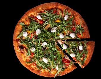 Пицца с рукколой, томатами и моцареллой
